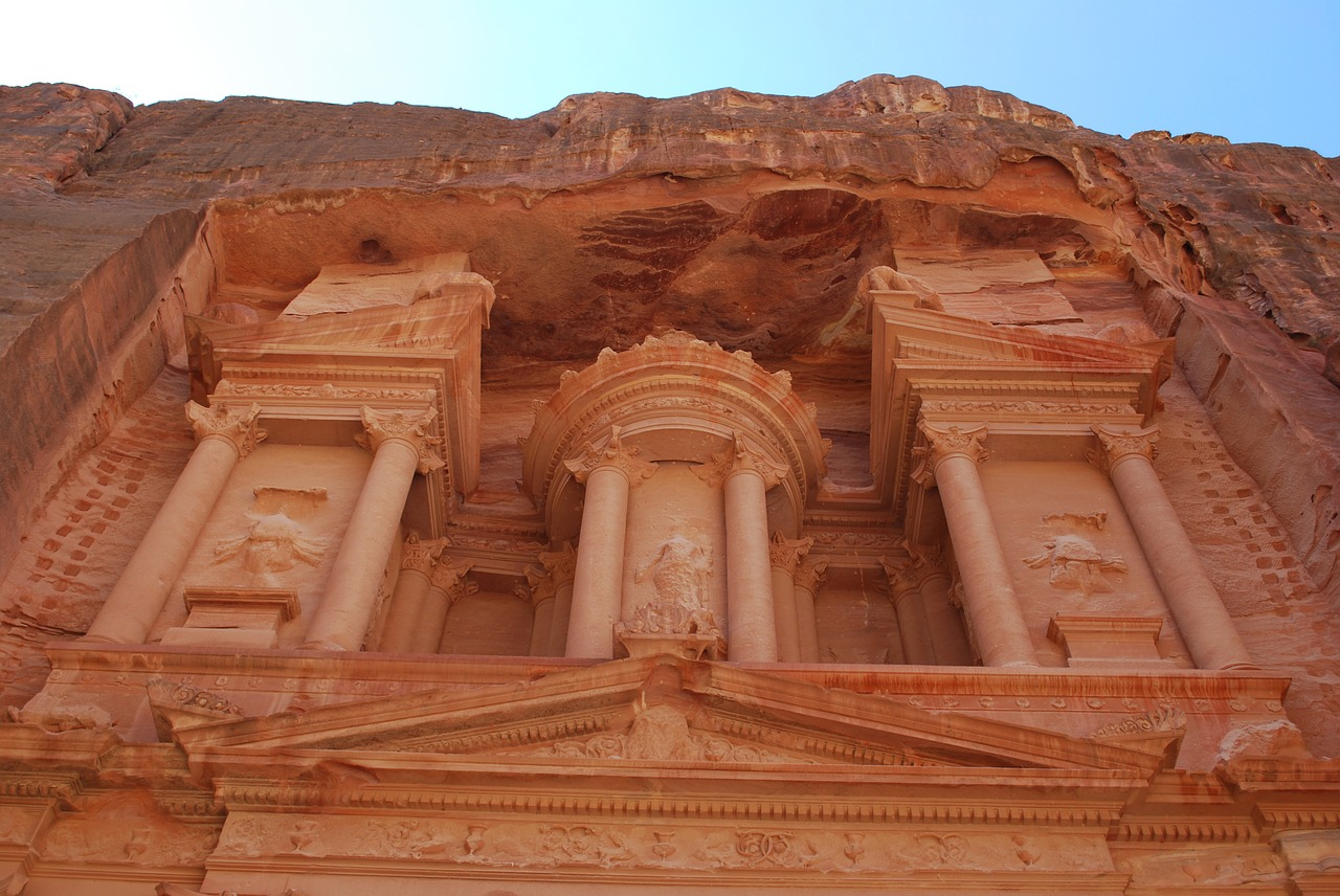 Spend 24 hours in Petra and descover everything it has to offer