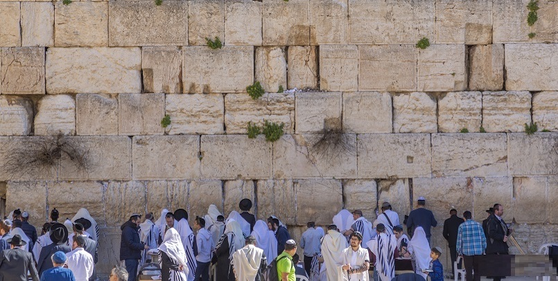 View of Western Wall in Old City, Old City, UNESCO World Heritage Site, Jerusalem, Israel, Middle East